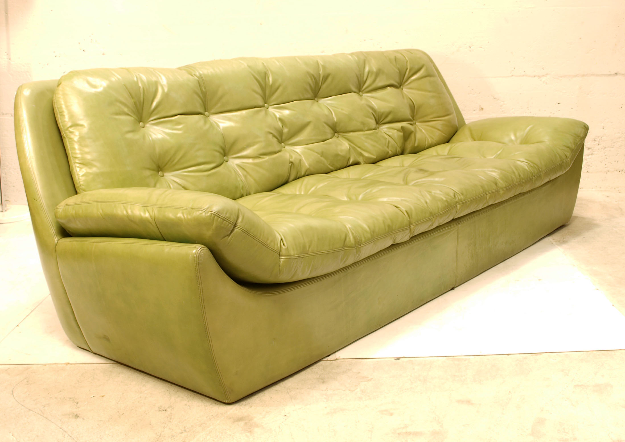 ledersofa gr n m bel z rich vintagem bel. Black Bedroom Furniture Sets. Home Design Ideas