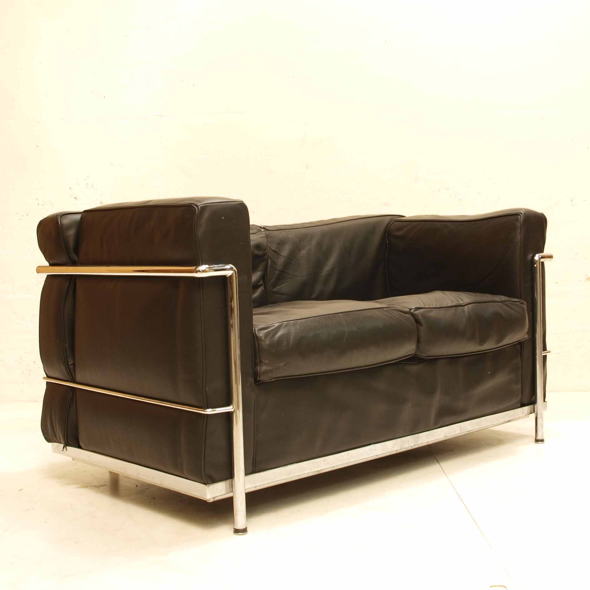 sofa corbusier kopie lc2 schwarzes leder m bel z rich vintagem bel. Black Bedroom Furniture Sets. Home Design Ideas