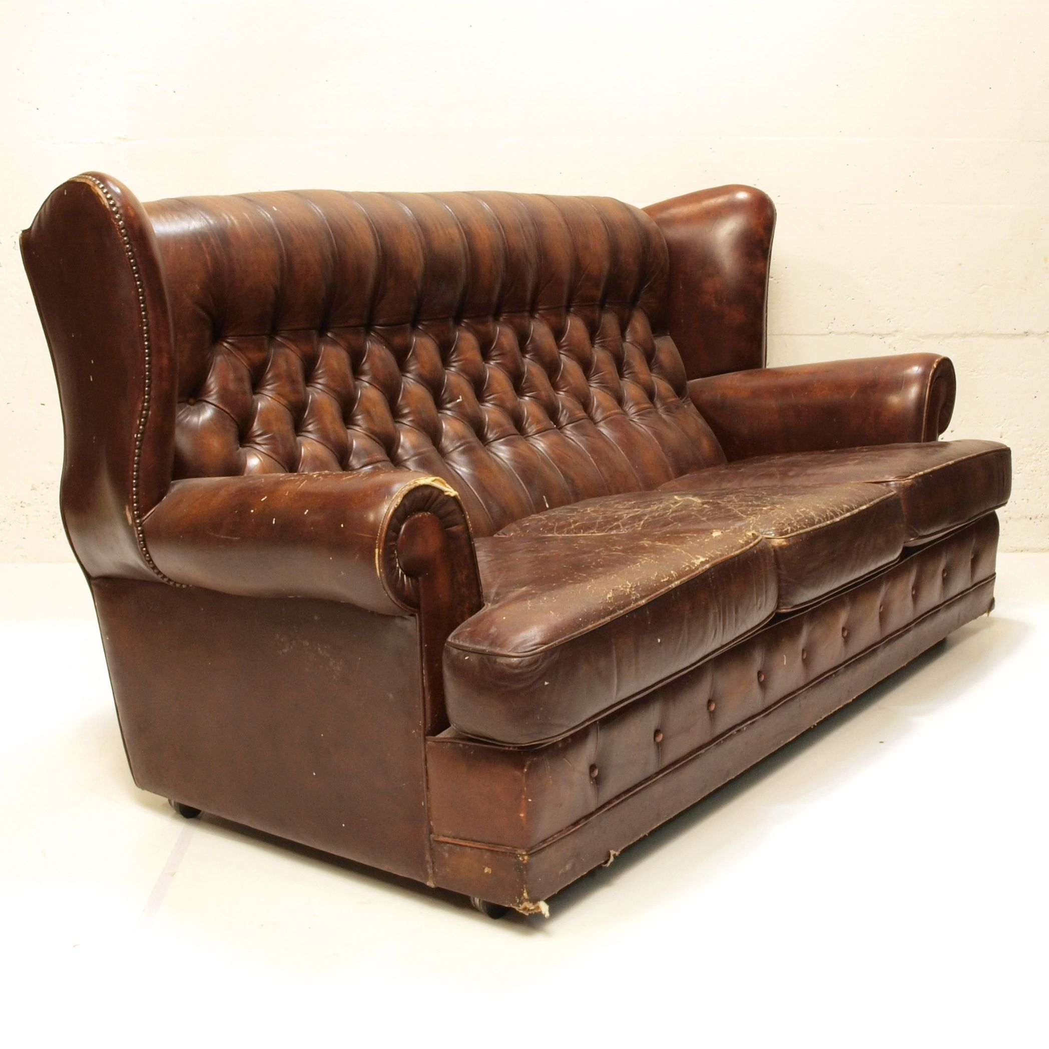 patina chesterfield sofa leder m bel z rich vintagem bel. Black Bedroom Furniture Sets. Home Design Ideas