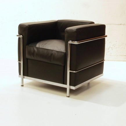 le corbusier sessel lc2 von cassina m bel z rich. Black Bedroom Furniture Sets. Home Design Ideas
