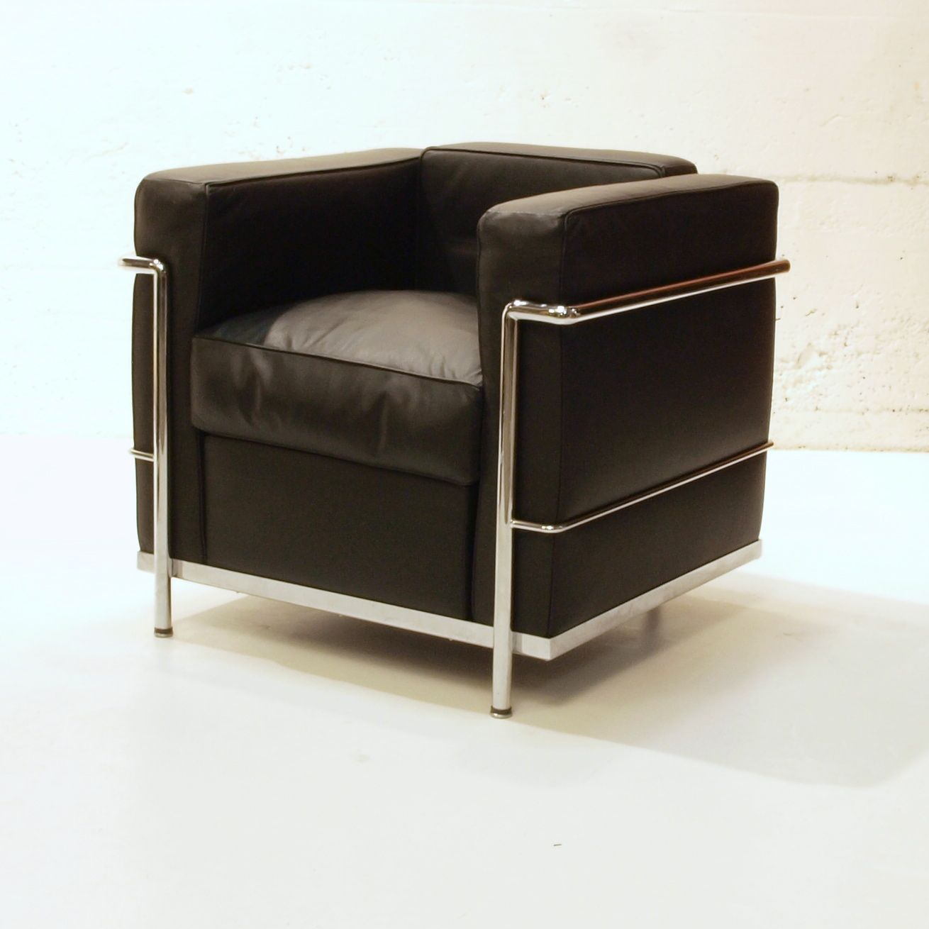 le corbusier sessel lc2 von cassina m bel z rich vintagem bel. Black Bedroom Furniture Sets. Home Design Ideas