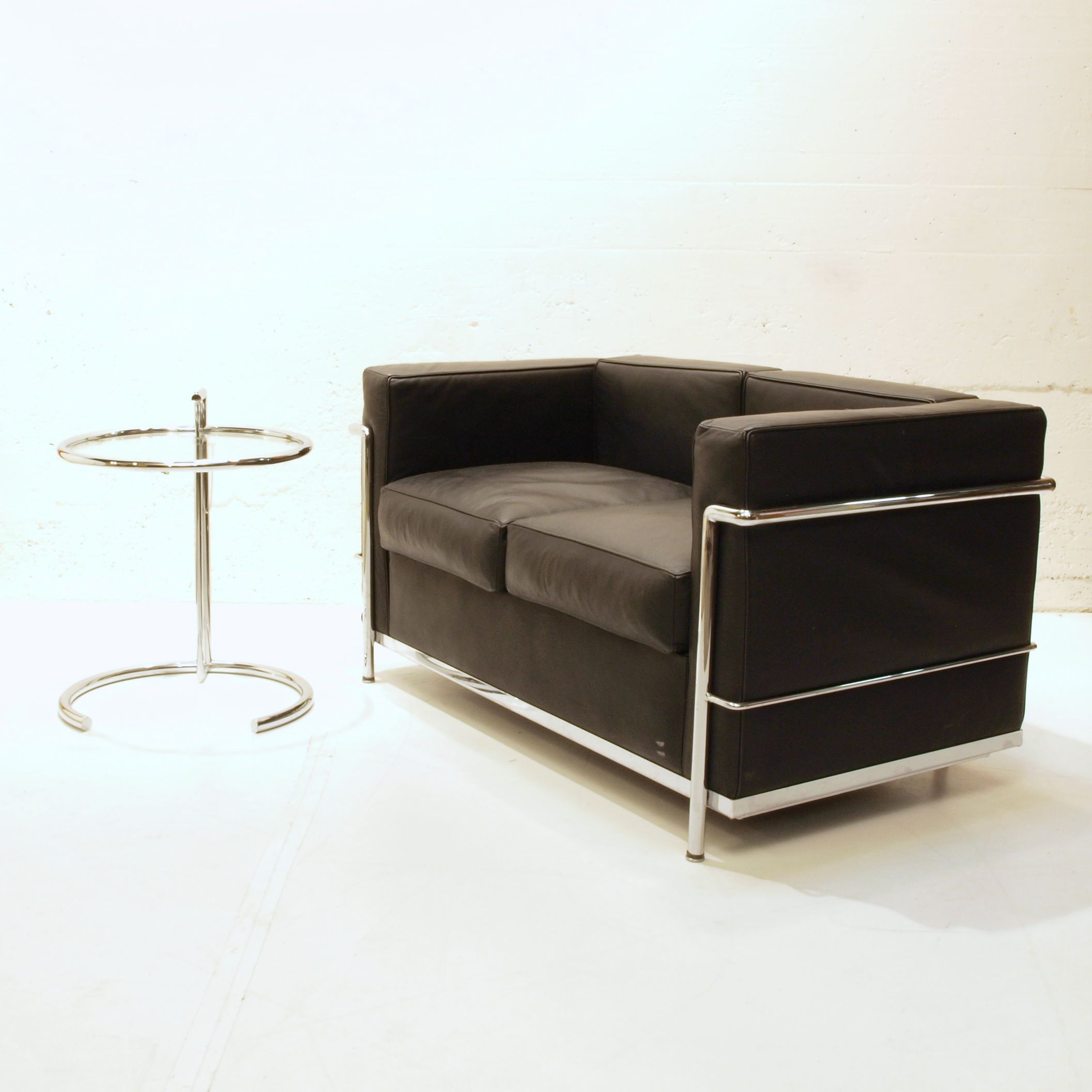 ledersofa designklassiker. Black Bedroom Furniture Sets. Home Design Ideas