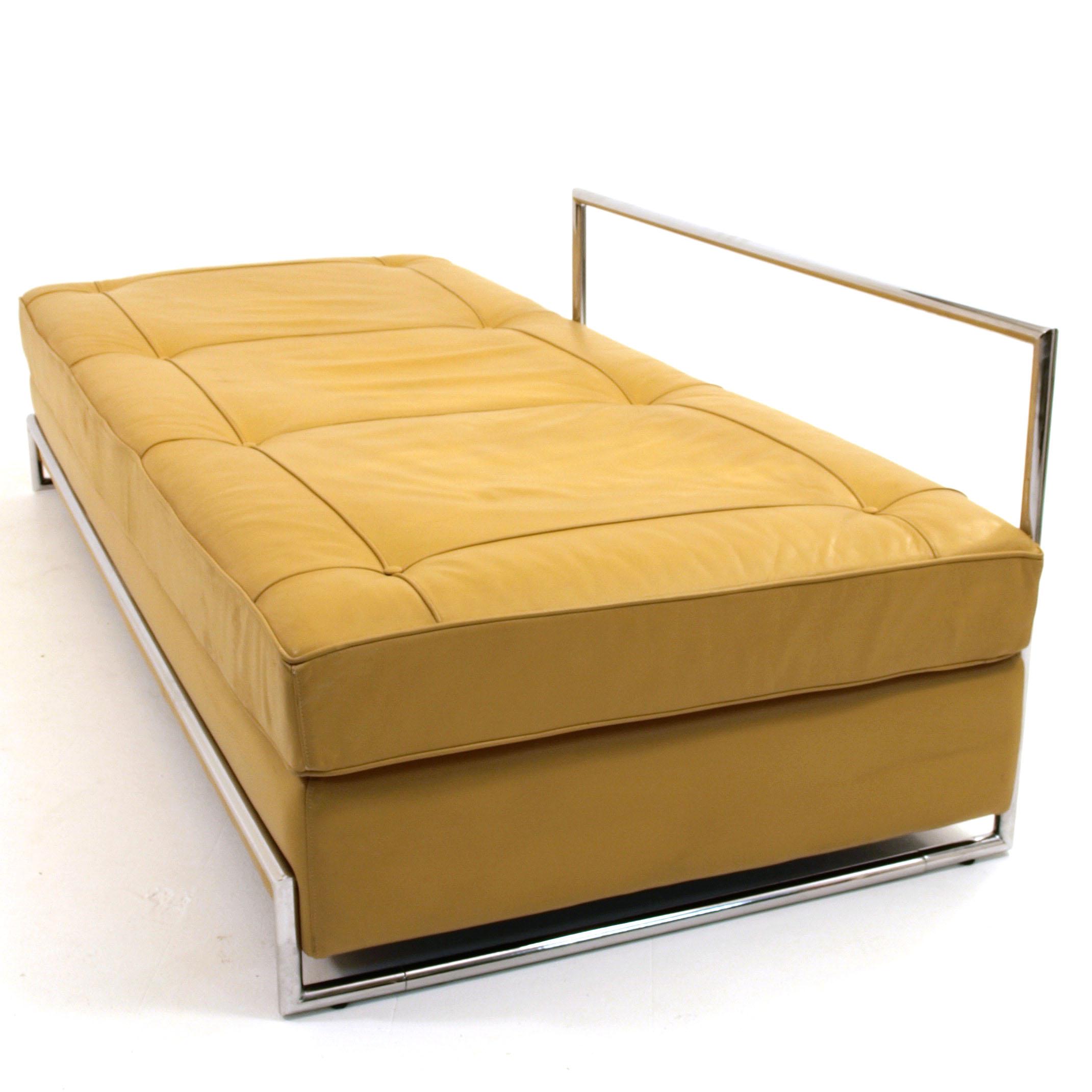 daybed eileen gray m bel z rich vintagem bel. Black Bedroom Furniture Sets. Home Design Ideas