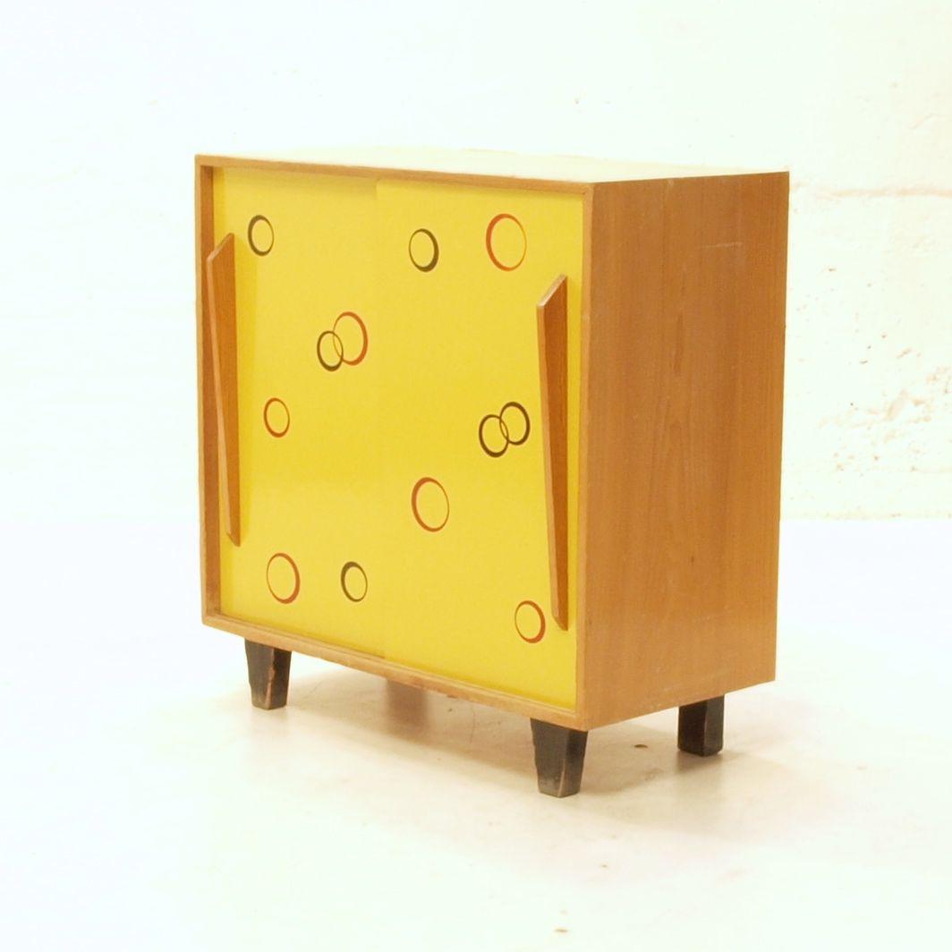 schiebeschrank mit kreisen m bel z rich vintagem bel. Black Bedroom Furniture Sets. Home Design Ideas