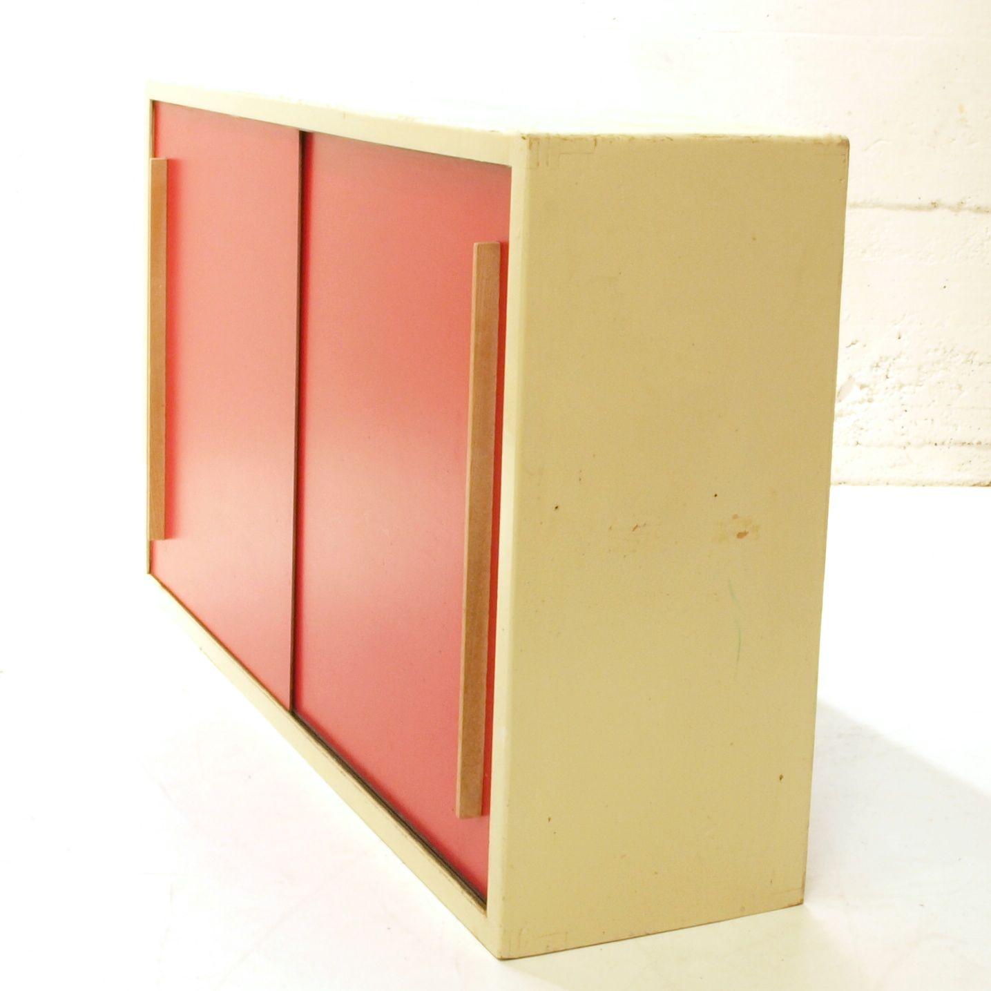 schiebeschrank weiss rot m bel z rich vintagem bel. Black Bedroom Furniture Sets. Home Design Ideas