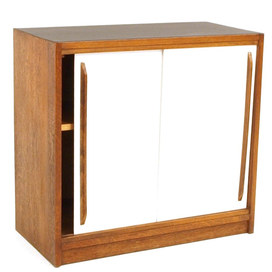 schiebeschrank mit linoleumoberfl che restauriert m bel z rich vintagem bel. Black Bedroom Furniture Sets. Home Design Ideas