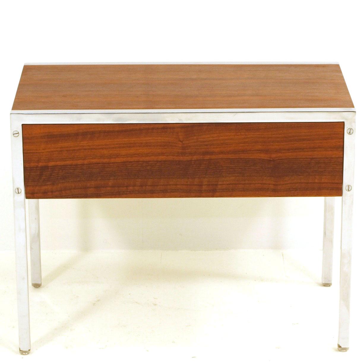 nachttischchen mit schublade von victoria m bel m bel z rich vintagem bel. Black Bedroom Furniture Sets. Home Design Ideas