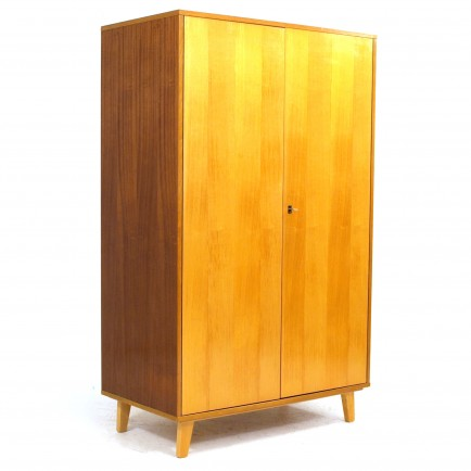 kleiderschrank mit kleiderstange und drei tablaren m bel z rich vintagem bel. Black Bedroom Furniture Sets. Home Design Ideas