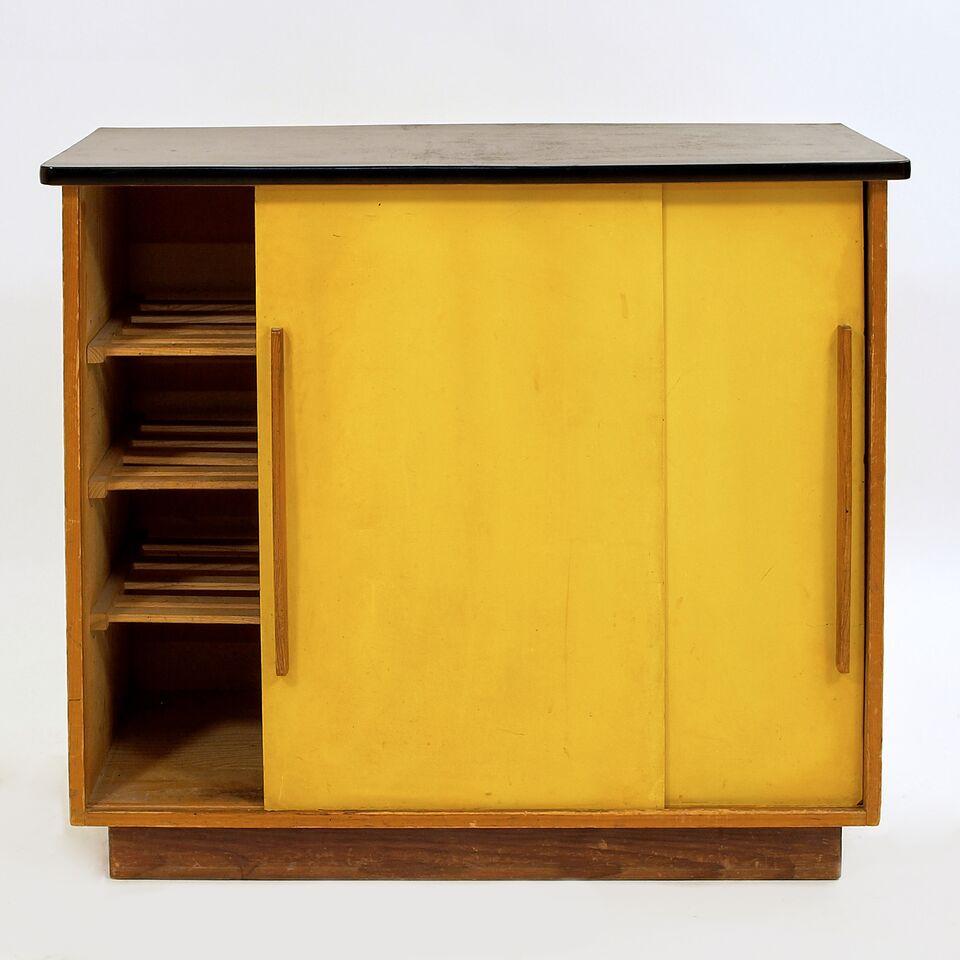 schiebeschrank f r schuhe m bel z rich vintagem bel. Black Bedroom Furniture Sets. Home Design Ideas