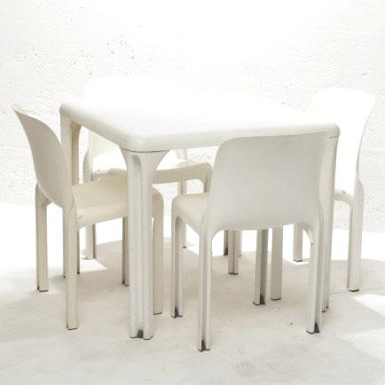 quadratischer design tisch von vico magistretti f r. Black Bedroom Furniture Sets. Home Design Ideas