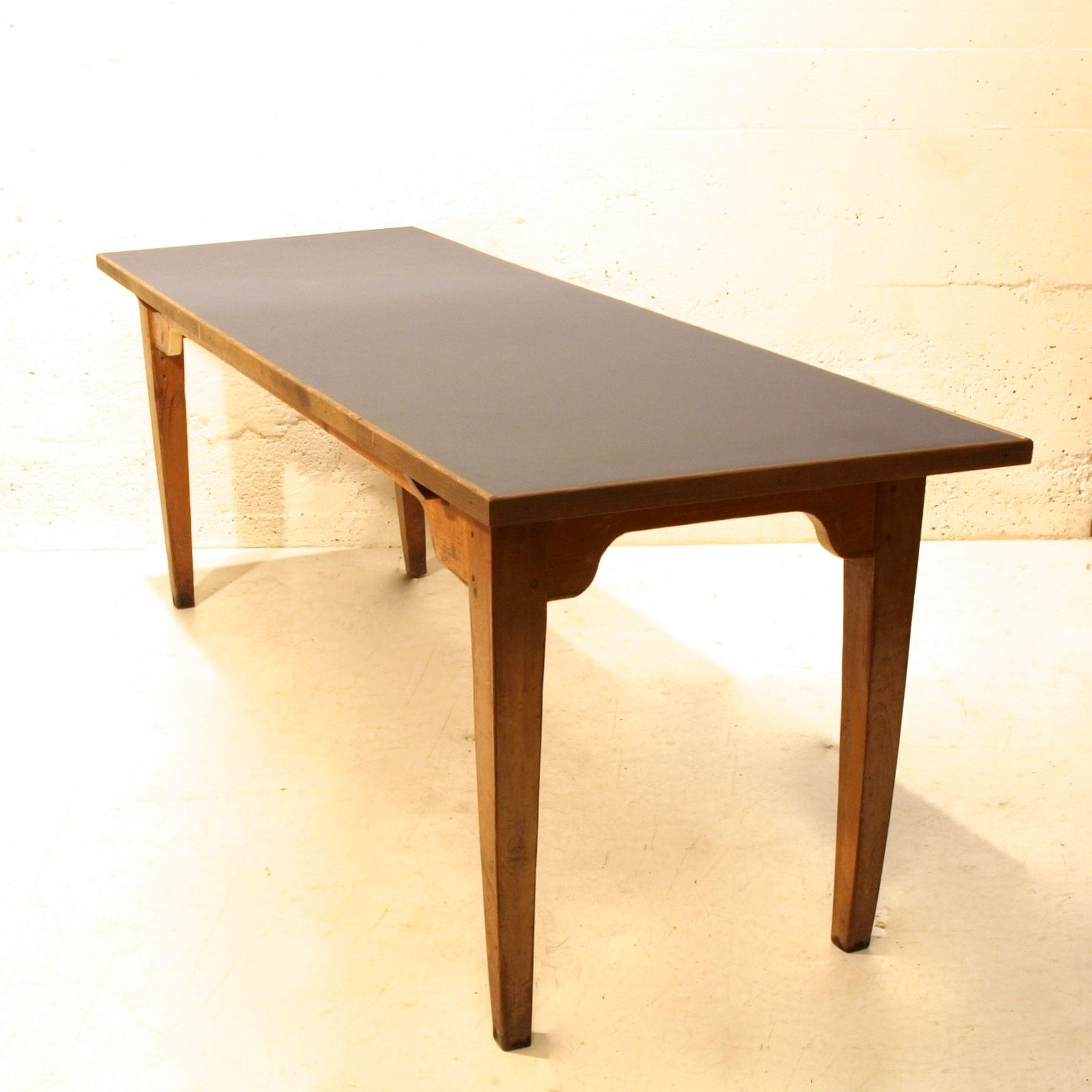 langer holztisch mit neuer lino oberfl che m bel z rich vintagem bel. Black Bedroom Furniture Sets. Home Design Ideas