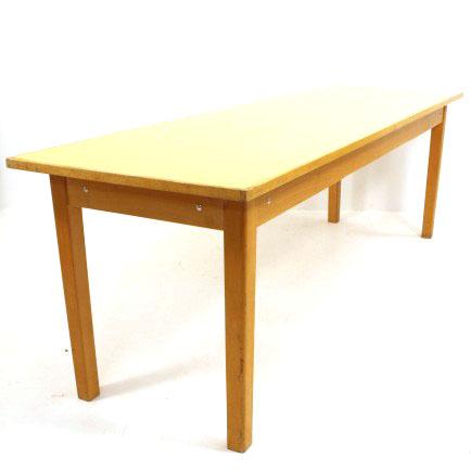 langer tisch mit gelber kelkooberfl che m bel z rich vintagem bel. Black Bedroom Furniture Sets. Home Design Ideas
