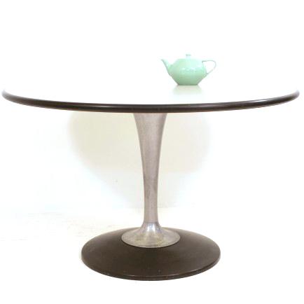 runder esstisch mit tulip fuss m bel z rich vintagem bel. Black Bedroom Furniture Sets. Home Design Ideas