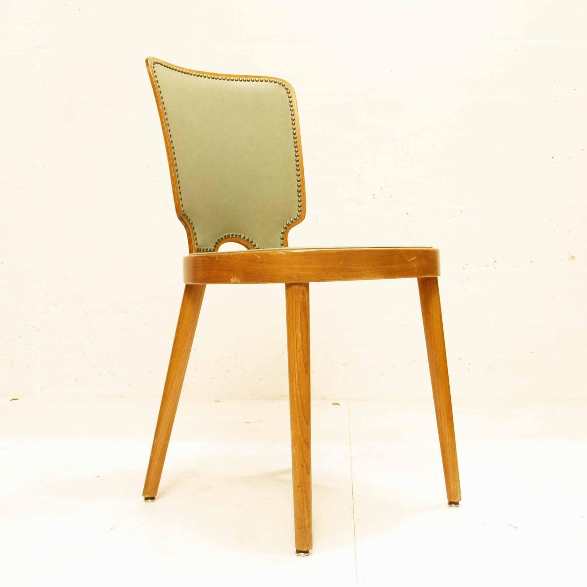 Stuhl ist grn normann copenhagen form stuhl grn - Stuhl mit nieten ...