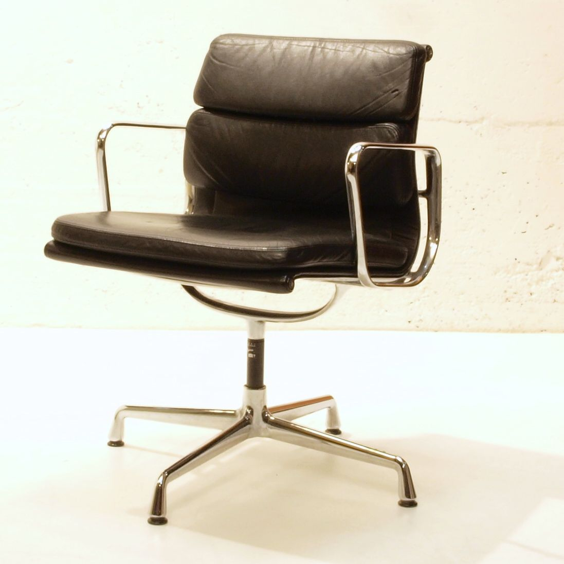 eames ea208 soft pad office chair drehbar m bel z rich. Black Bedroom Furniture Sets. Home Design Ideas