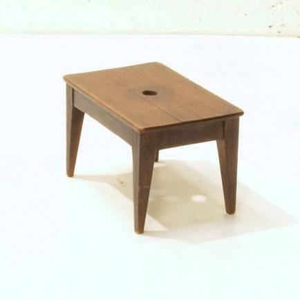 niedriger holzschemel m bel z rich vintagem bel. Black Bedroom Furniture Sets. Home Design Ideas