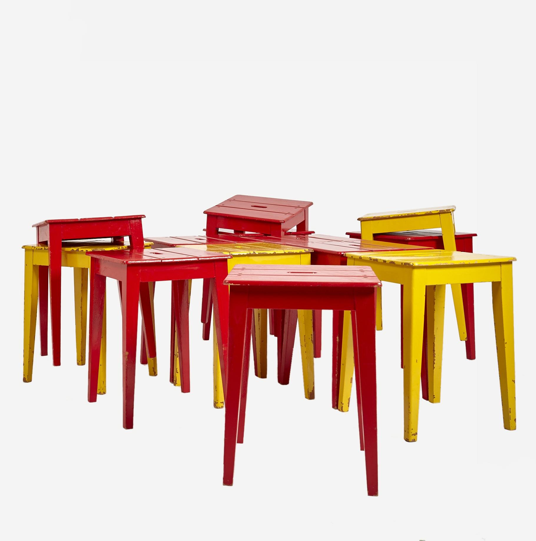 holzschemel bemalt nur noch 1 stk in rot m bel z rich vintagem bel. Black Bedroom Furniture Sets. Home Design Ideas