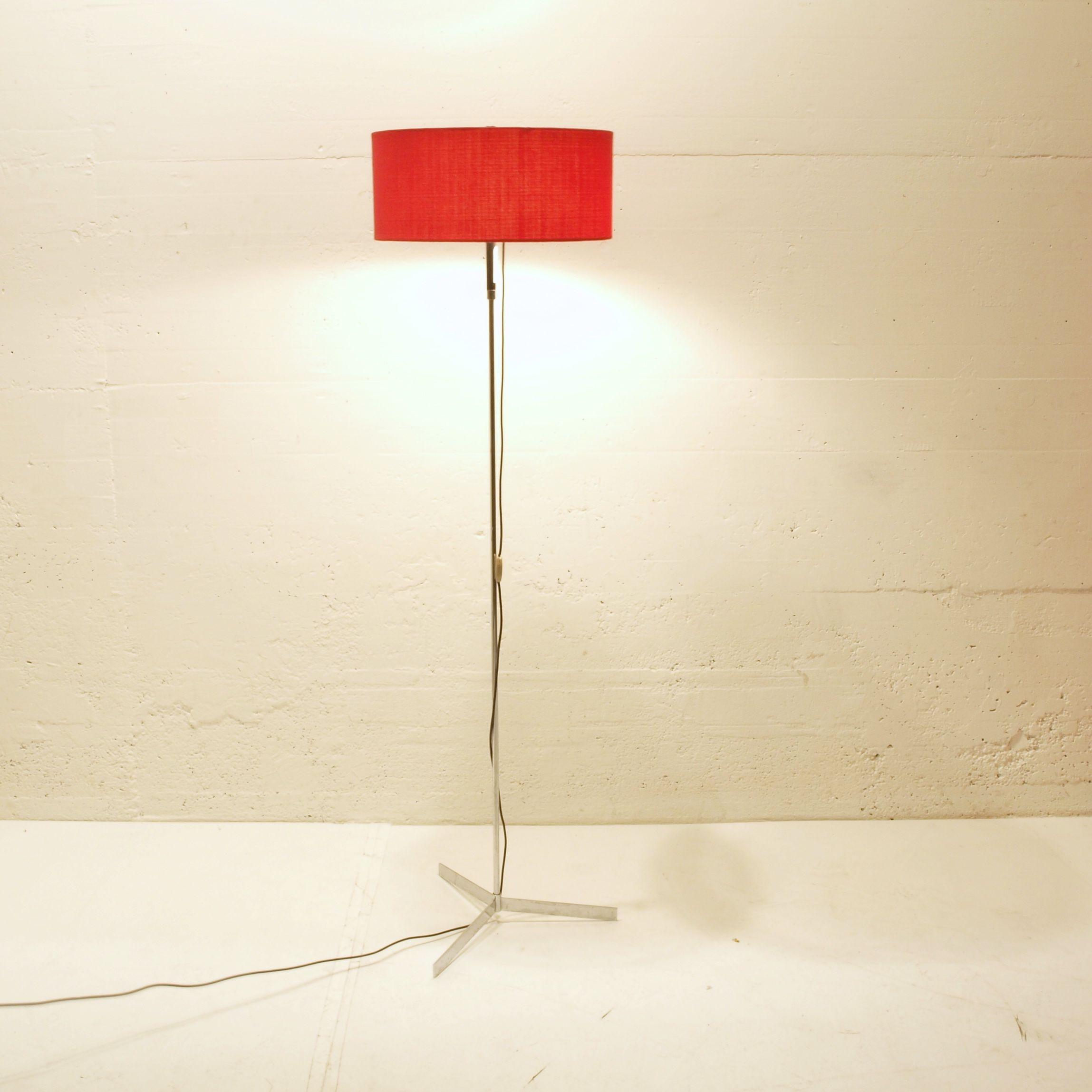3 Fuss Stehlampe Mit Rotem Schirm Mobel Zurich Vintagemobel