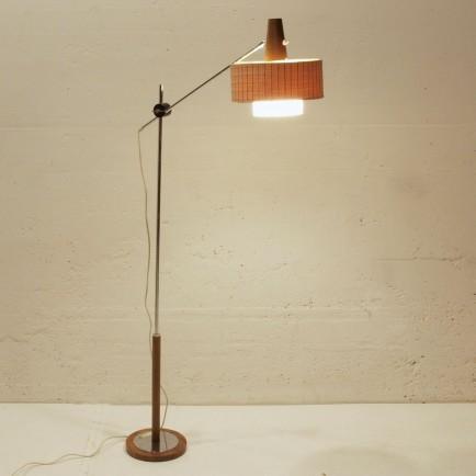 schwenkbare 50ies stehlampe mit holzfuss m bel z rich vintagem bel. Black Bedroom Furniture Sets. Home Design Ideas