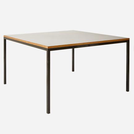 quadratischer tisch mit schwarzer kunstharztischplatte m bel z rich vintagem bel. Black Bedroom Furniture Sets. Home Design Ideas