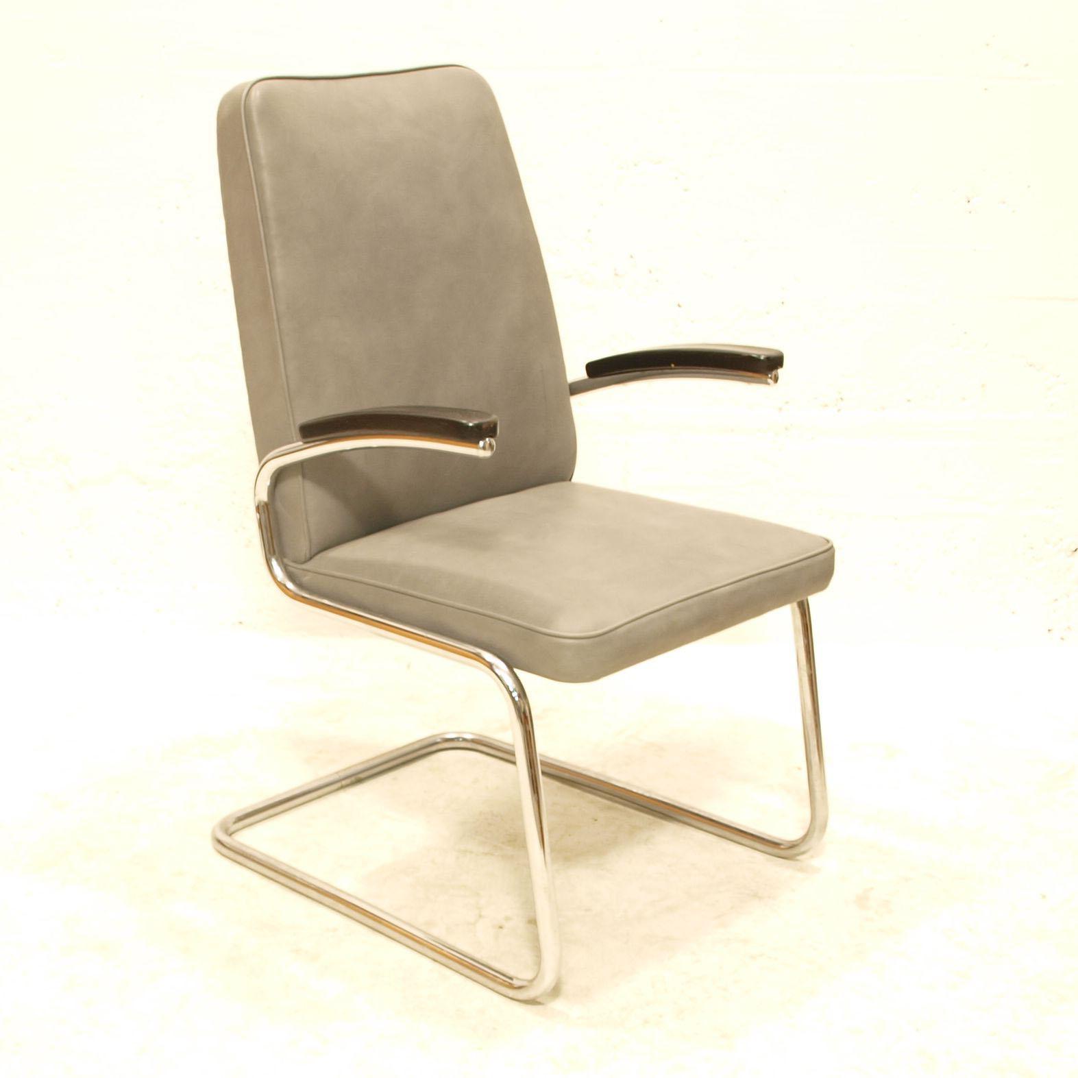 freischwinger grau schwarz m bel z rich vintagem bel. Black Bedroom Furniture Sets. Home Design Ideas
