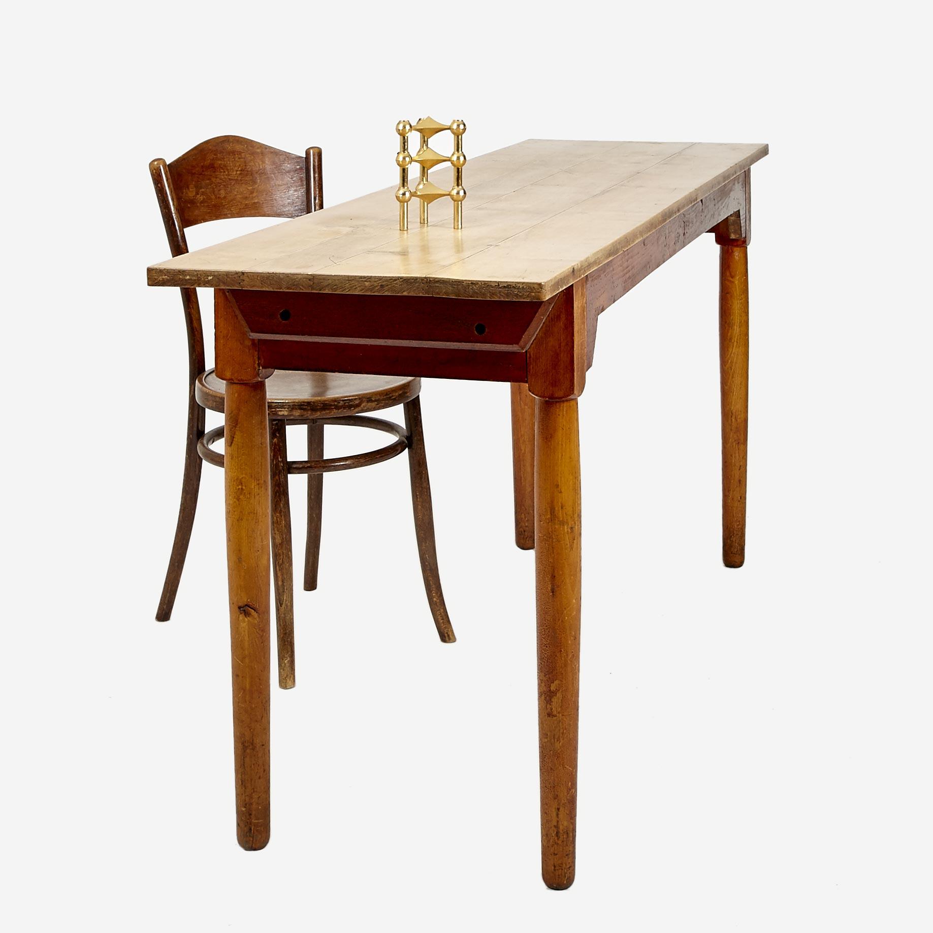 schmaler nussbaumtisch mit unterbau und gedrechselten beinen m bel z rich vintagem bel. Black Bedroom Furniture Sets. Home Design Ideas
