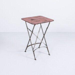 Antiker Gartentisch rot mit Patina, klappbar Gartenmöbel