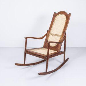 Antiker Nussbaum Schaukelstuhl aus den USA Möbel