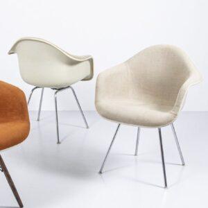 Eames Polster Armchair, beige Designerstuhl