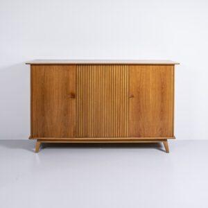 50er Jahre Nussbaum Sideboard von Märki Papst Möbelwerkstätte ZH Möbel