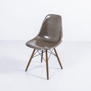 Eames Side Chair braun, auf Fuss nach Wahl Designerstuhl