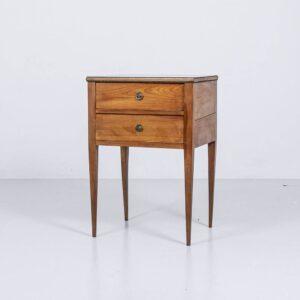 Antiker Beistelltisch aus Kirschbaum Holztisch